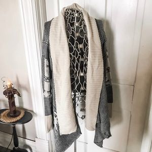 EUC! Black & White Tribal Print Cardigan-Sz. L